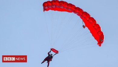 Operation Market Garden: WW2 veteran, 97, parachutes again over Arnhem - BBC News